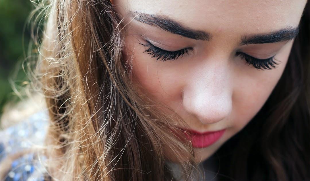 bold eyebrows, brunette wavy hair, pink lipstick, in the buff eyeshadow, blush