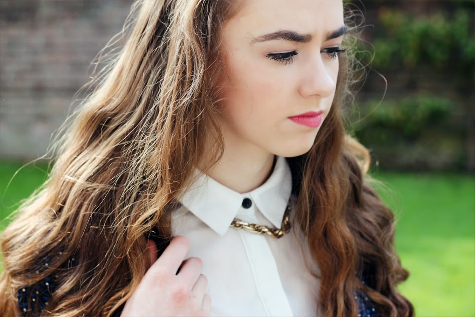 brunette wavy hair, gold chain necklace, button up shirt, bold eyebrows, mandeville sisters, look,