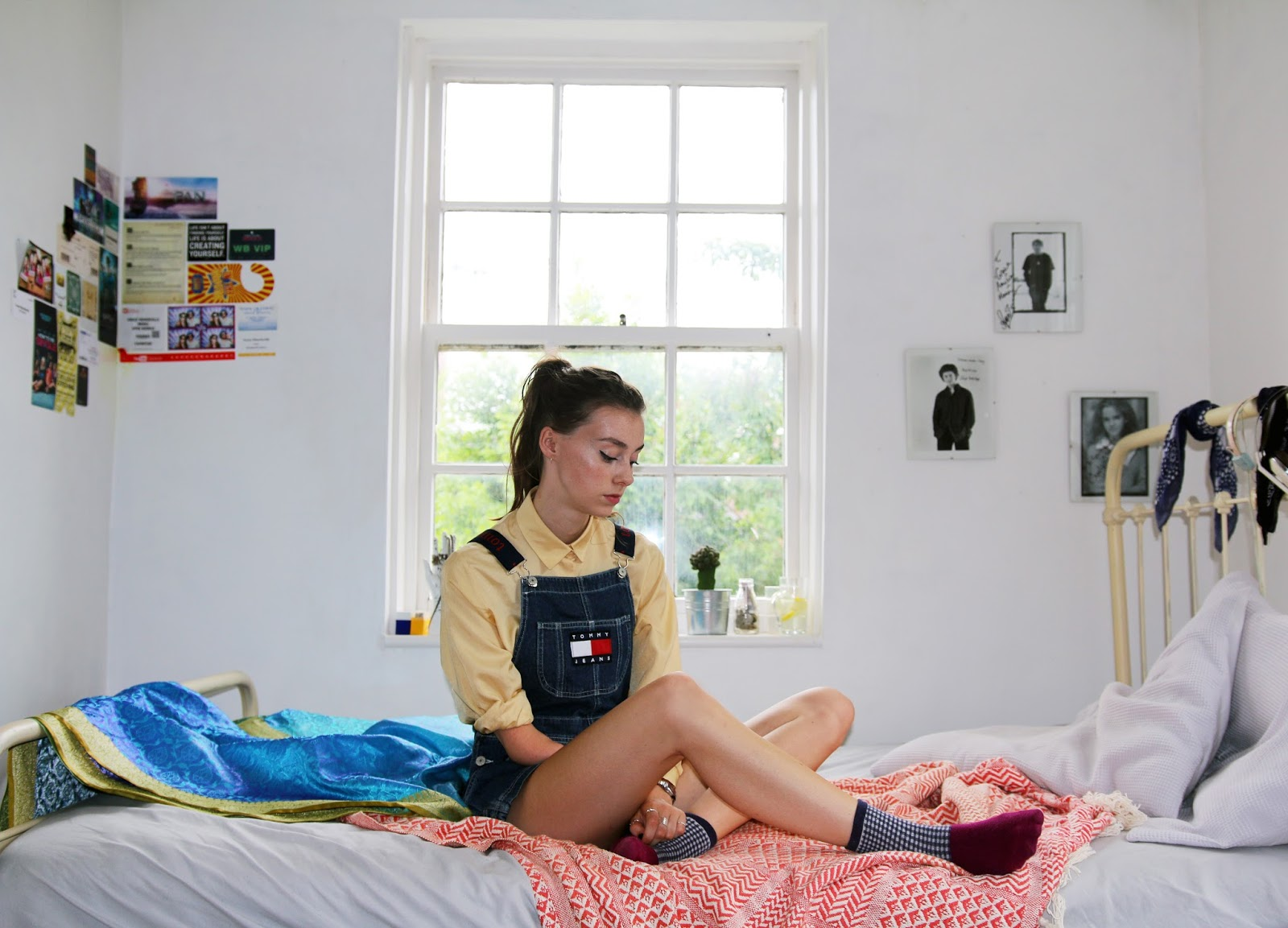 fashion blogger, british, ootd, grace mandeville, mandeville sisters, tommy hilfiger dungarees, overalls, shorts, tommy, hilfiger, urban outfitters, urban outfitters exclusive,