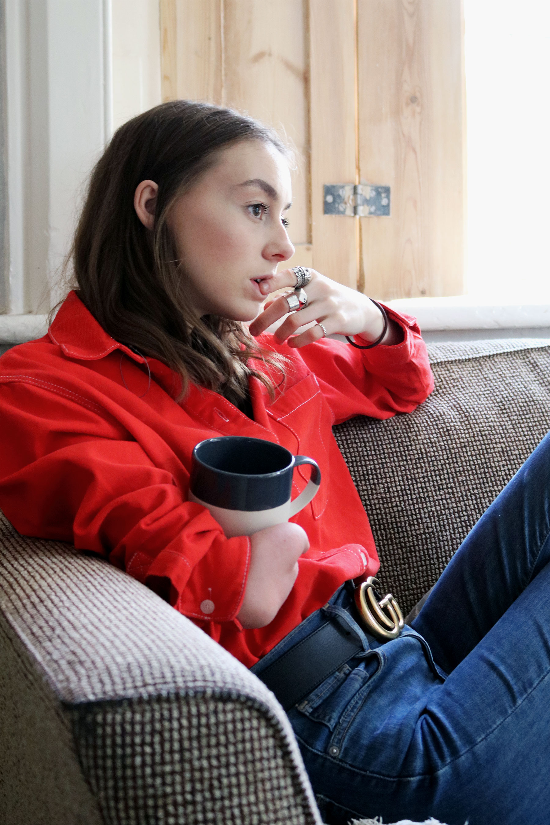 Grace Mandeville ootd, diverse, one hand girl, amputee, grace mandeville, red shirt, outfit, gucci belt, blogger,