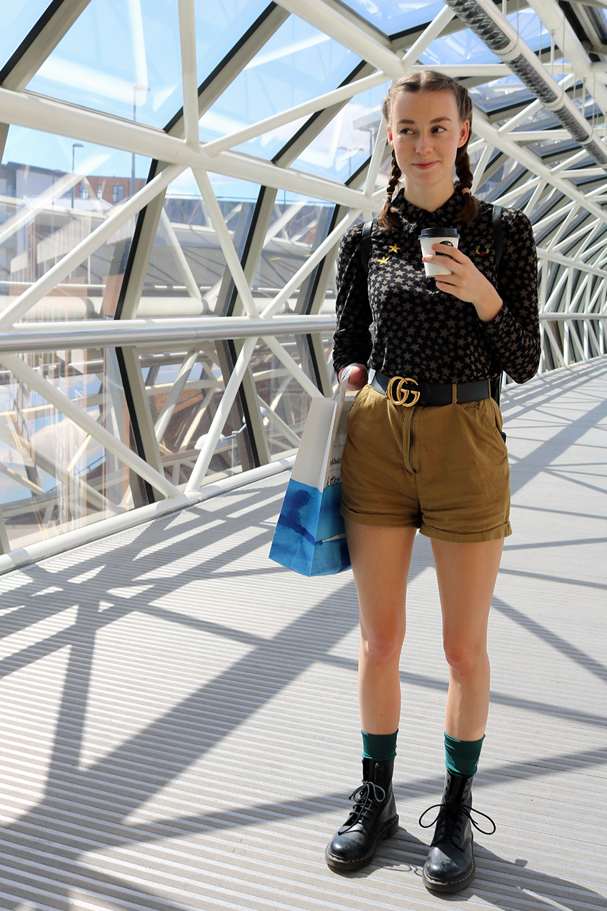 grace mandeville, disabled vlogger, amputee, gucci belt, fashion blogger, youtuber, gucci outfit, cargo, army ,military style, one hand model, one armed model,